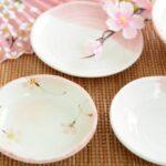 桜柄の扇子と皿